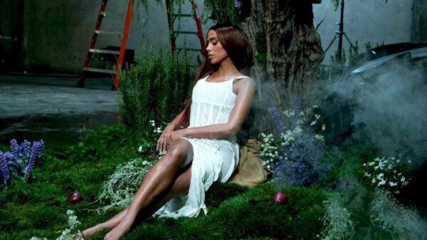 """Anitta fala sobre sensação de começar de novo a carreira e perrengues na gravação do videoclipe de """"Faking Love"""""""