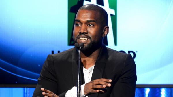Kanye West muda nome na justiça para Ye
