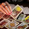 Taróloga esclarece mitos e verdades sobre o tarô