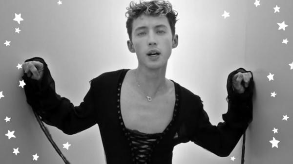 """Troye Sivan lança clipe de """"Angel Baby"""""""